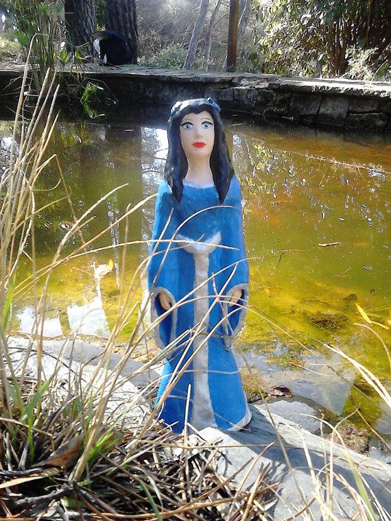 Domnu, Diosa celta del Solsticio de verano y Dama del Lago | Miriam Anerisart